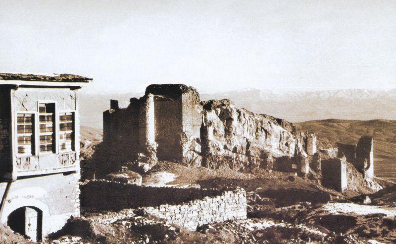 1930 LAR Harput evi ve kale